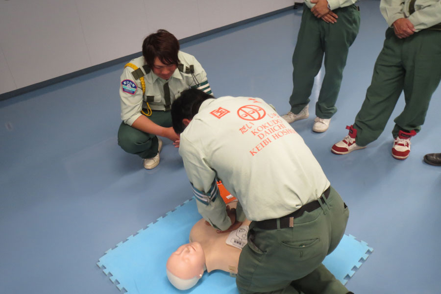 普通救命救急講習を受講する社員