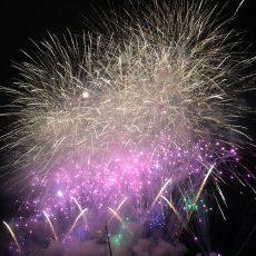 四万十川河川敷にて【第13回しまんと市民祭納涼花火大会】が開催されました。