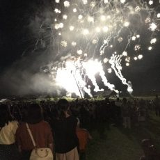 四万十川河川敷にて夏の終わりを告げる【第14回しまんと市民祭納涼花火大会】が開催されました。