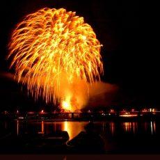 清流四万十川の河川敷にて【第15回しまんと市民祭納涼花火大会】が開催されました